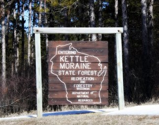 Kettle_Moraine_State_Forest_Sign_Southern_Unit_Looking_North